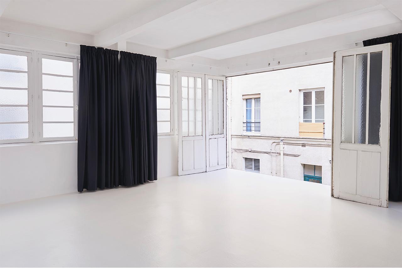 Studio Astre plateau B Porte Ouverte sur l'extérieur